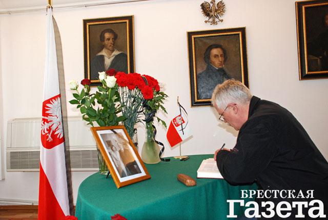 Книга соболезнований открыта в Генеральном консульстве Республики Польша в Бресте