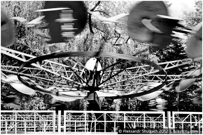 Карусель в парке