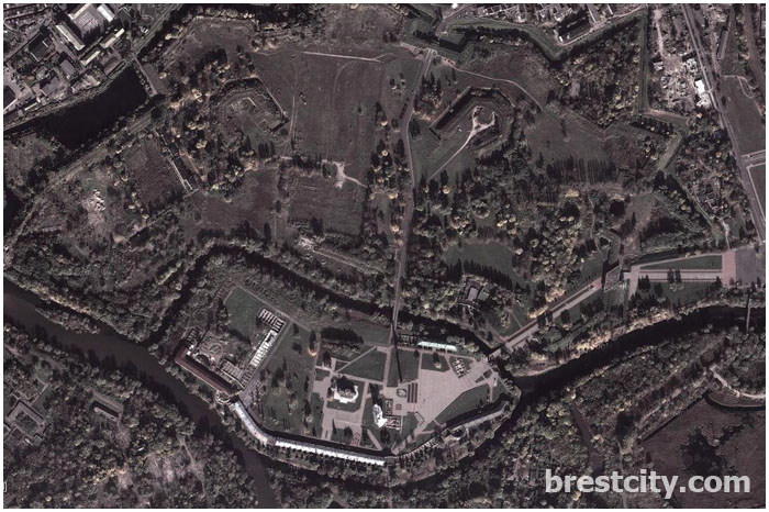 Брестская крепость со спутника