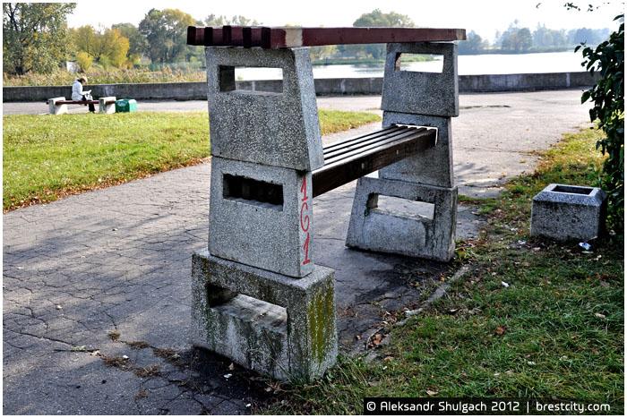 Трехэтажная скамейка в Бресте