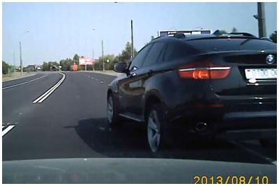 БМВ подрезает автомобиль на дороге в Бресте
