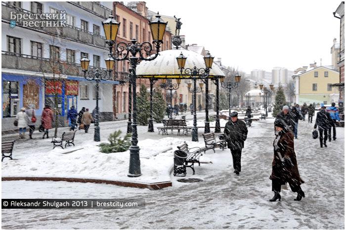 Центр Бреста во власти снегопада