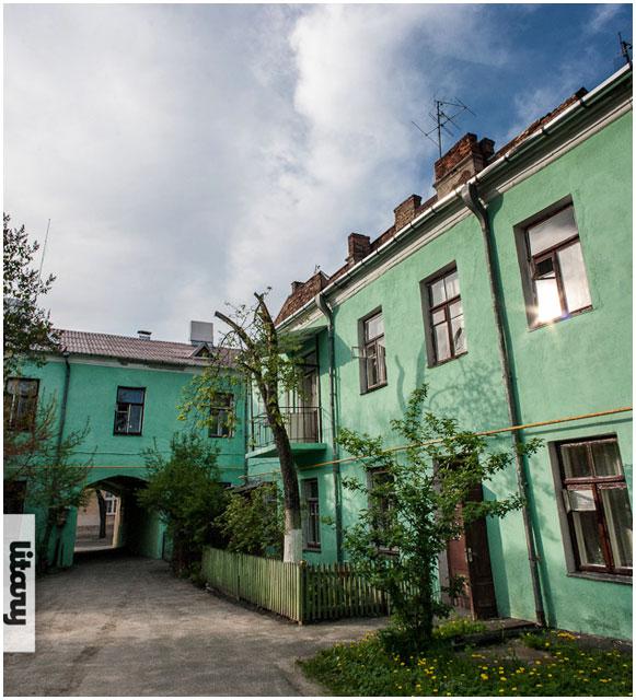 Зеленый двор по улице Орджоникидзе