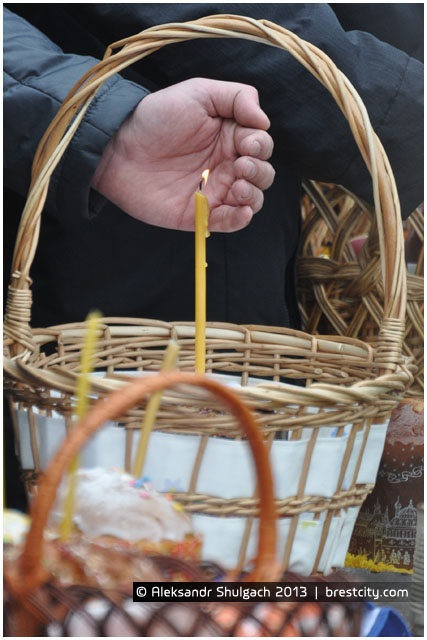 Освящение еды накануне Пасхи у православных
