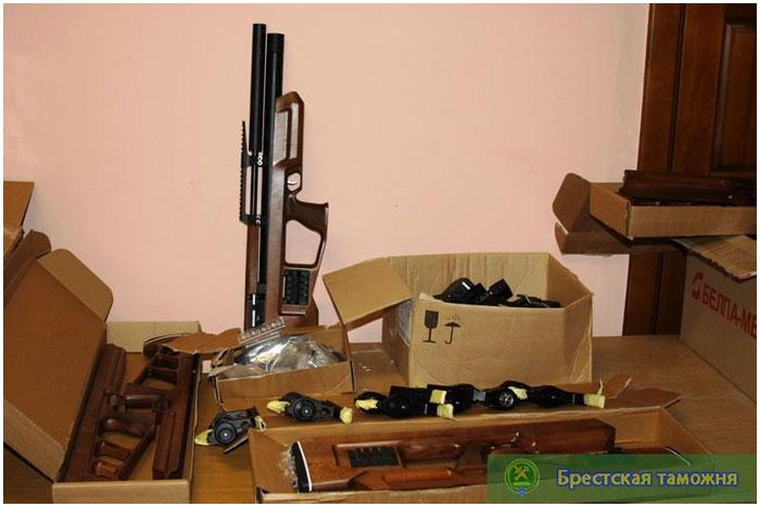 Пневмавматические винтовки пытались перевезти через границу в Бресте