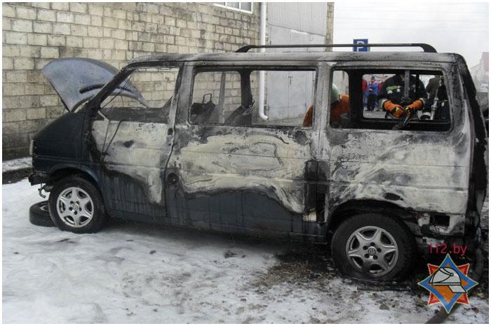 Возле автосервиса в Бресте сгорел автомобиль