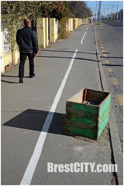 Велодорожки на тротуарах в Бресте на улице Московской