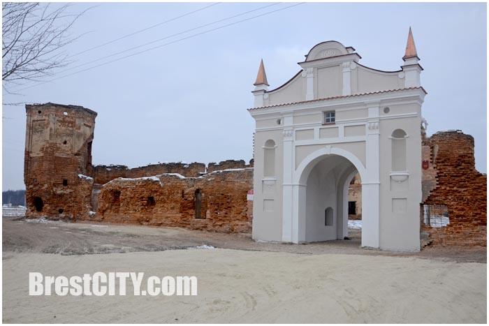 Руины монастыря картезианцев в Береза. Въездная Брама