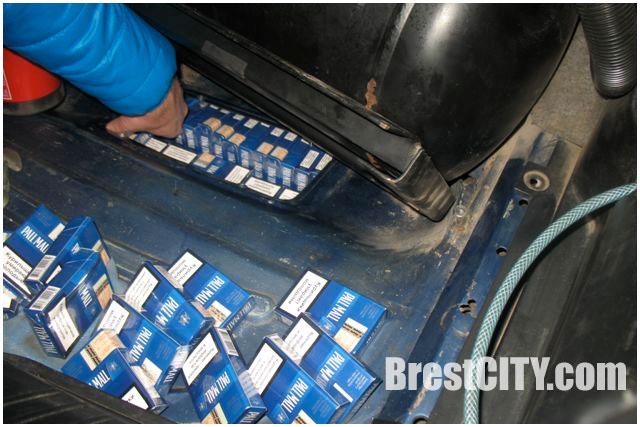 Сигареты, спрятанные в автомобиле
