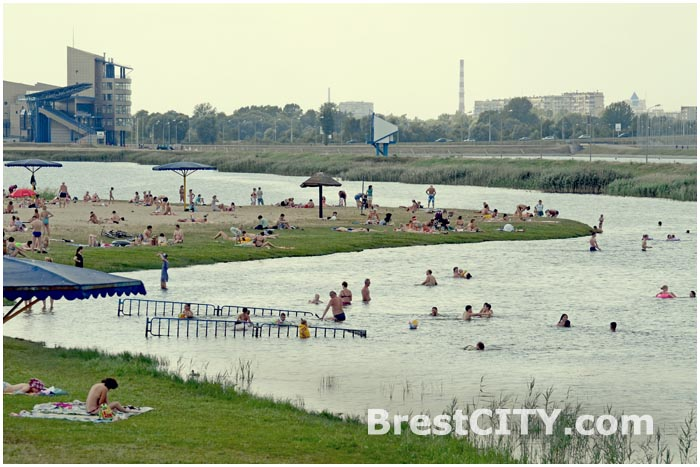 Пляж в Бресте на Гребном канале.