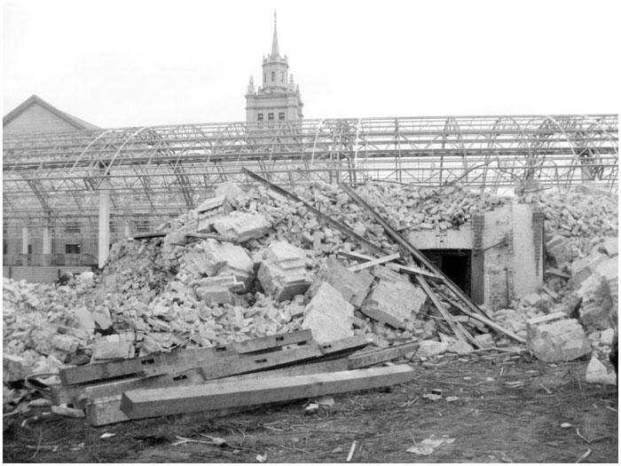 Разрушенный старый дом на жд вокзале в Бресте