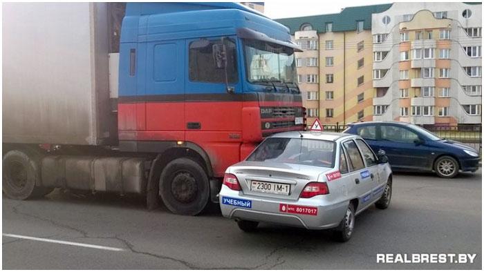 Авария в Бресте 26 марта 2014 фура и учебный автомобиль