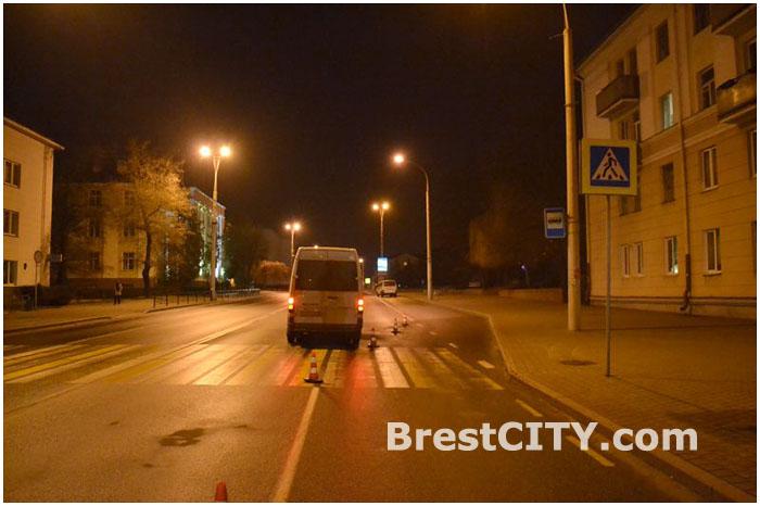 Маршрутное такси насмерть сбило женщину в Бресте на улице Ленина 19 марта 2014г.