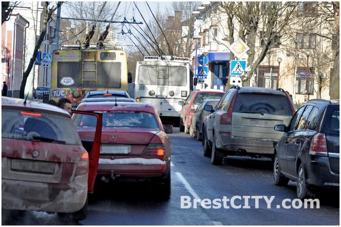 Авария на перекрестке Комсомольской и Мицкевича. Соболь и Мазда 23 января 2014