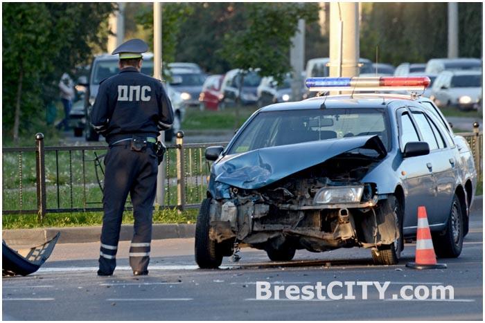 Авария на перекрестке ул. Суворова и ул. Ясеневая в Бресте 04.09.2014