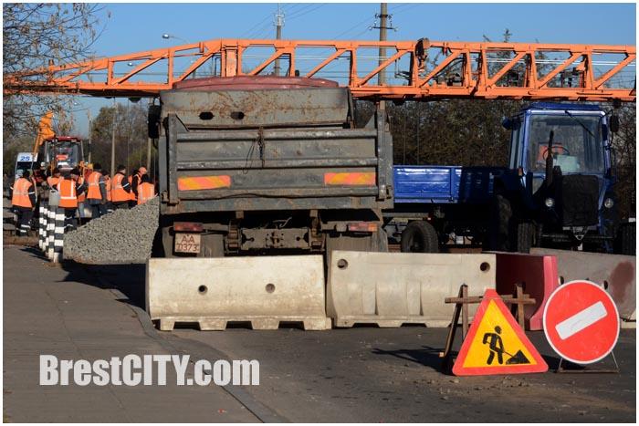 Закрыто движение через ЖД переезд по улице Дубровской в Бресте