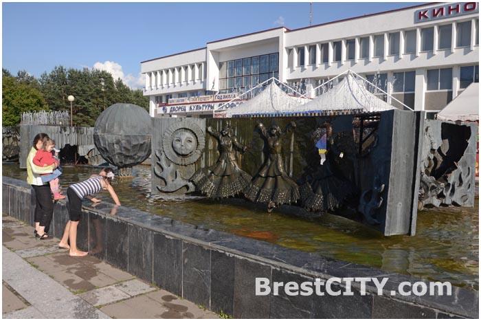 Фонтан возле ДК Профсоюзов демонтирован
