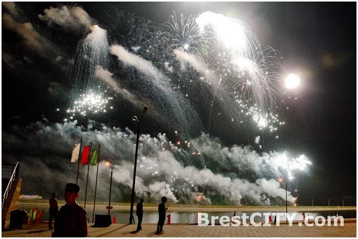 Фейерверк в Бресте на День города. 26 июля 2014