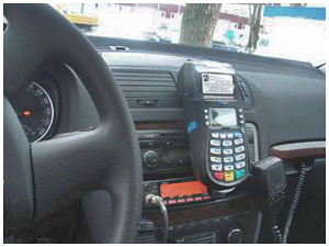Терминал в машине ГАИ для оплаты штрафа