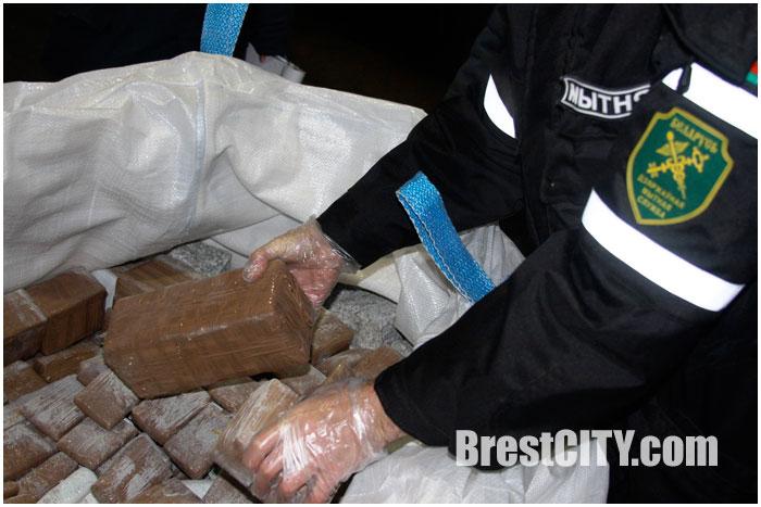 Гашиш в поезде из Польши обнаружили таможенники. Наркотики