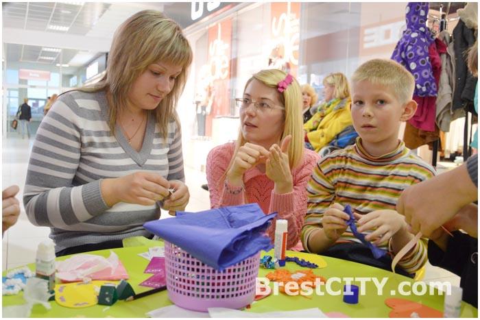 Выставка детских работ в Галерее Гранд в Бресте ко Дню Матери