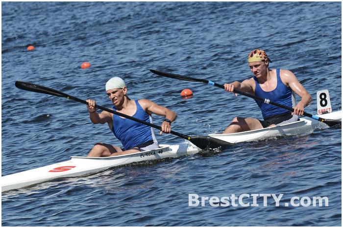 В Бресте проходит чемпионат Беларуси по гребле на байдарках и каноэ .  1