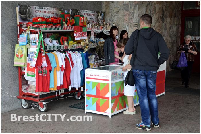 Сувенирная продукция на улицах Минска