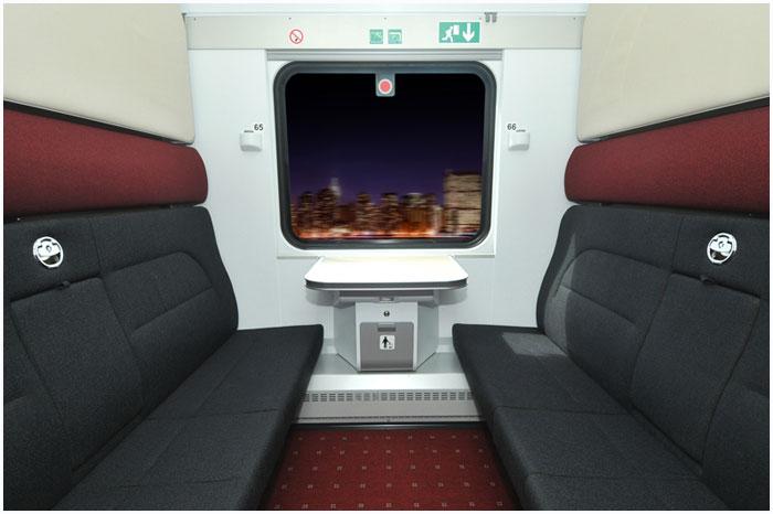 Новые вагоны в составе поезда