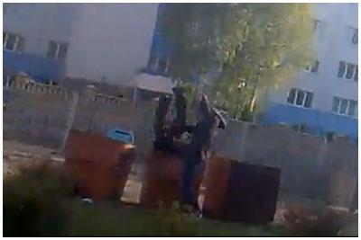 Закинул человека в мусорный бак