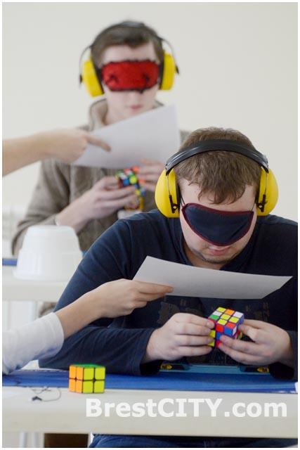 Соревнования по скоростной сборке кубика Рубика