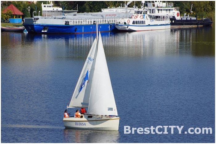 Первое плавание яхты OLEKSA в Бресте под парусами