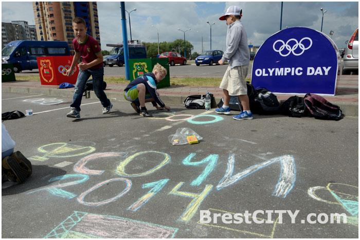 Конкурс рисунков олимпийской тематики в Бресте на Гребном