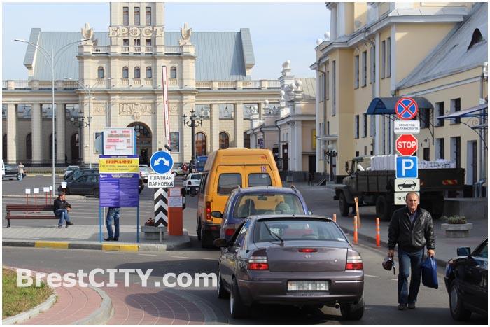 Парковка на привокзальной площади в Бресте стала платной