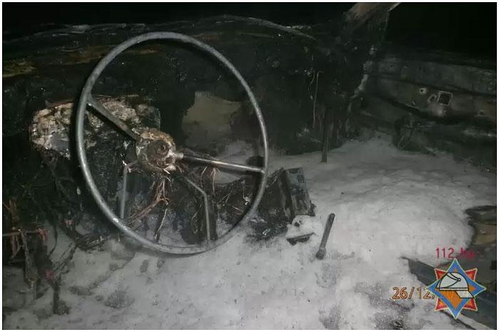 В Бресте на улице Папаниа сгорел автомобиль фольксваген пассат