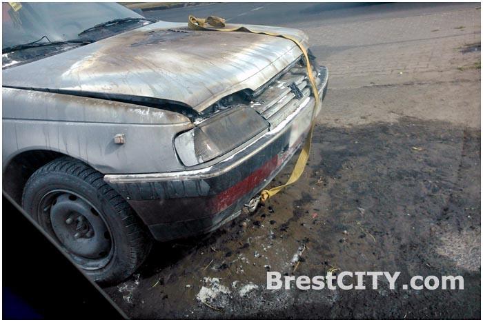 В Бресте возле Гребного загорелся автомобиль ПЕЖО 19 сентября