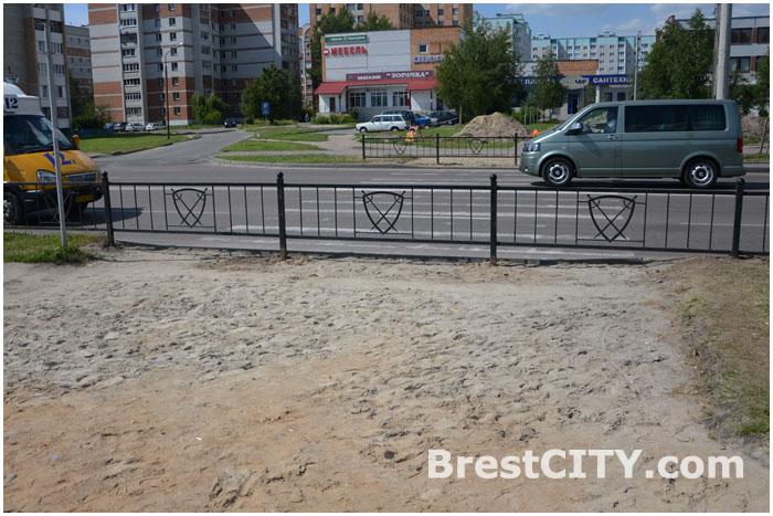 На улице Суворова в Бресте возле Цветотрона закрыт пешеходный переход.
