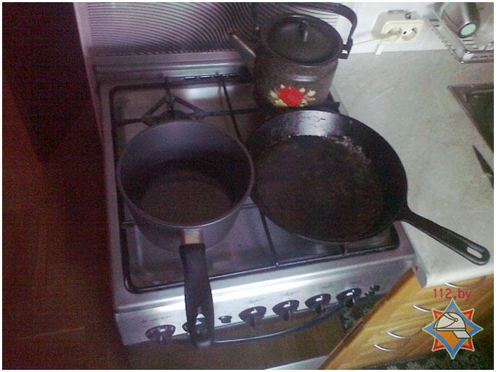 Пожар в квартире. Оставленная на включенной плите посуда