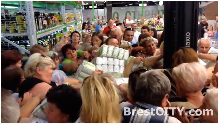 В Бресте едва не подрались в магазине из-за сахара