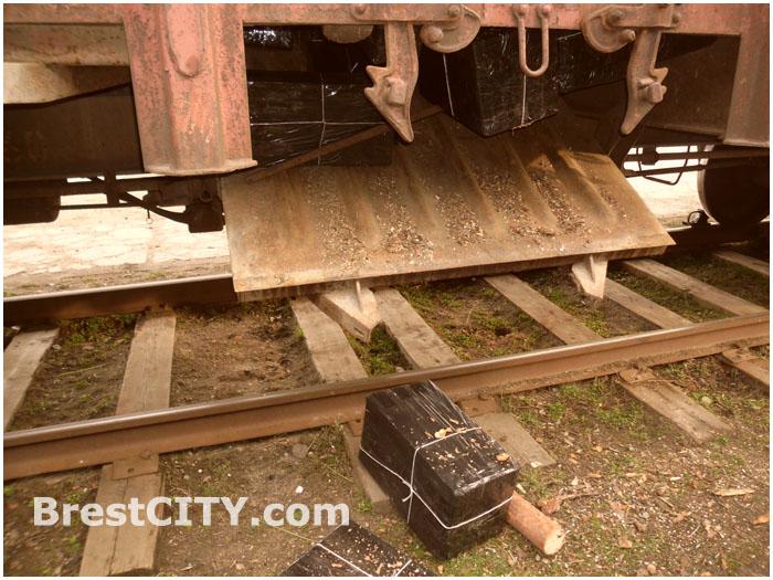 Контрабанда сигарет в вагоне с лесоматериалами