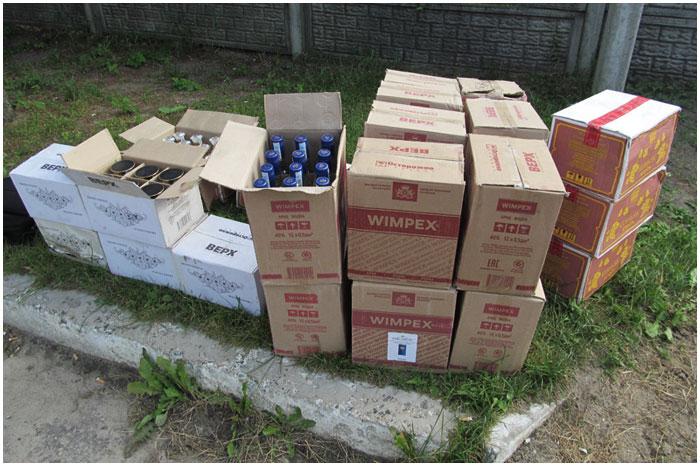 Семейная пара перевозила 147 литров алкоголя
