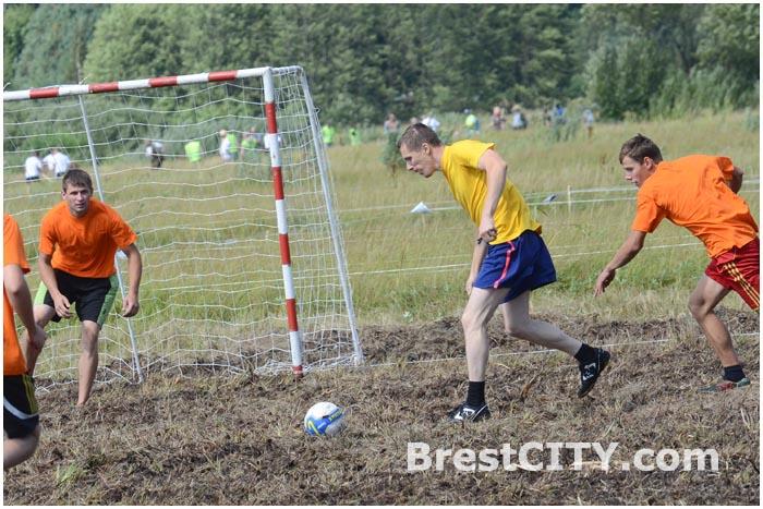 Футбол на болоте: не так просто, как кажется!