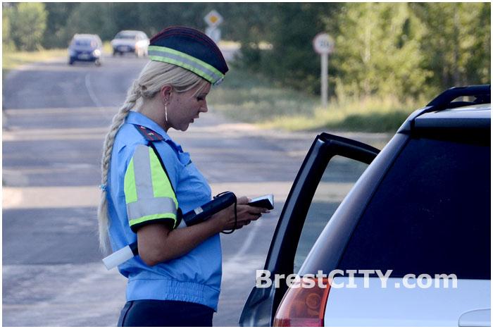 Проверка алкотестером водителя или пил