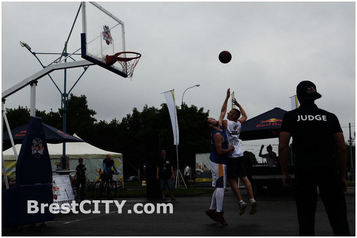 Соревнования по уличного баскетболу в Бресте 12 июля. Стритбол