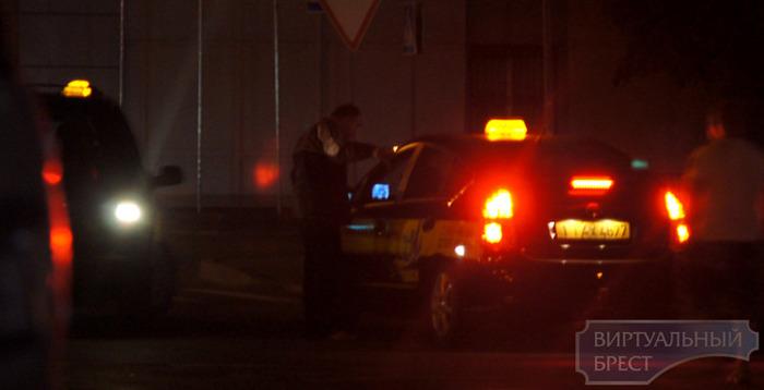 Разборки  таксистов на дороге