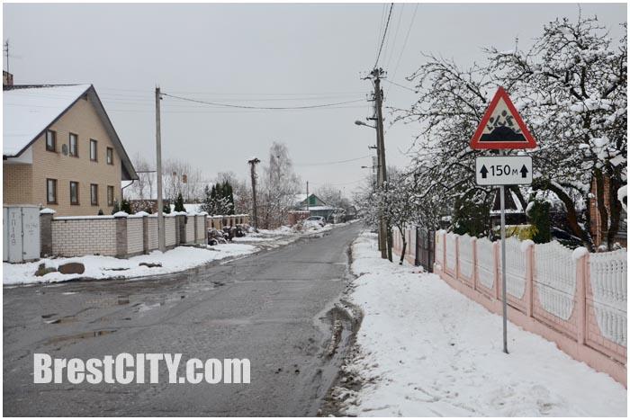 Дорожный знак на улице Богданчука в Бресте