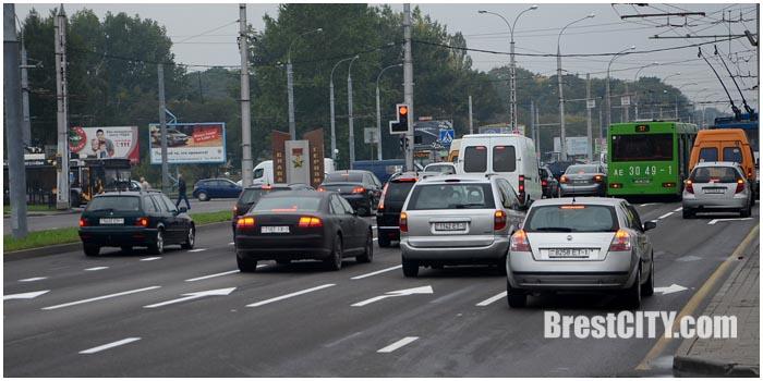 Пятиполосная улица Московская перед перекрестком с Пионерской