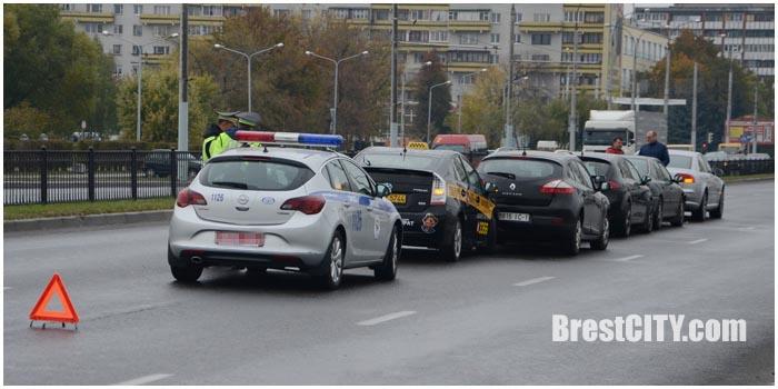 Авария в Бресте на проспекте Республики 17 октября. Фото BrestCITY.com