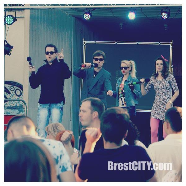 Дискотека в стиле 90-х прошла в брестском городском парке. Фото BrestCITY.com