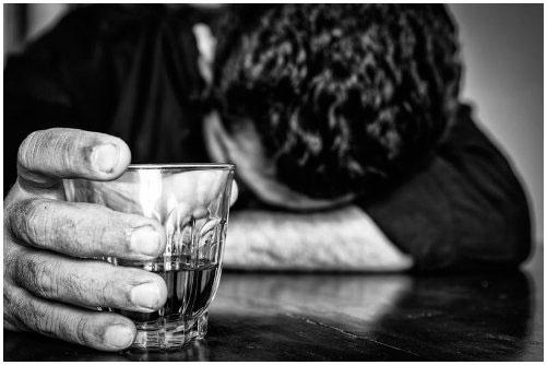 Алкоголь. Выпивший человек