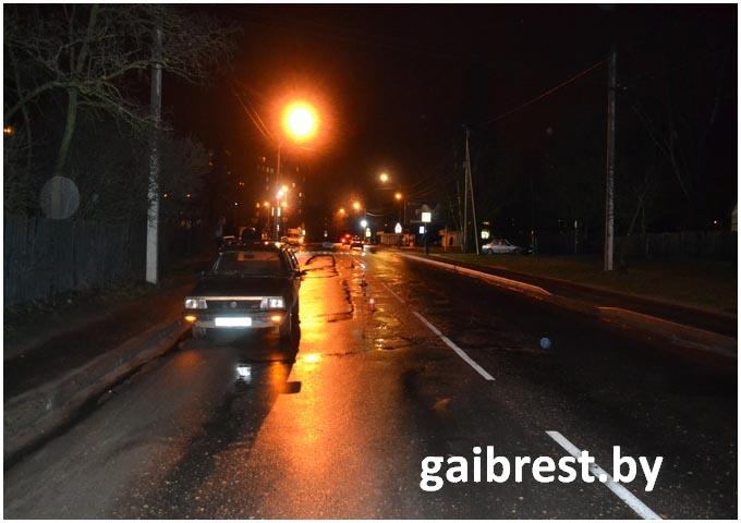Пьяный пешеход попал под колеса автомобиля пассат вечером на Дубровке